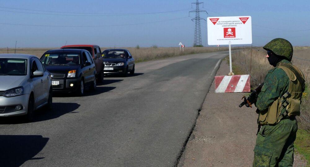 Wojskowy na posterunku w rejonie miejscowości Aleksandrowka w obwodzie donieckim