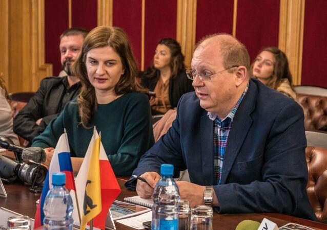 Polska publicystka Agnieszka Piwar i rosyjski dziennikarz Leonid Swiridow.  Rosja, Jarosław, wrzesień 2018.