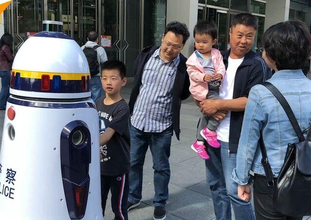 Robot patroluje ulice Pekinu