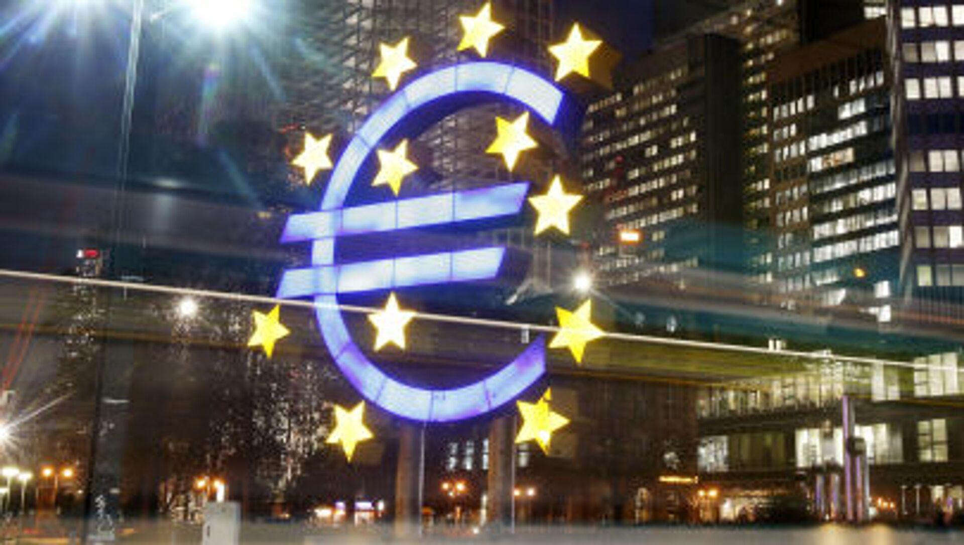 Symbol euro naprzeciwko Europejskiego Banku Centralnego  - Sputnik Polska, 1920, 28.05.2021