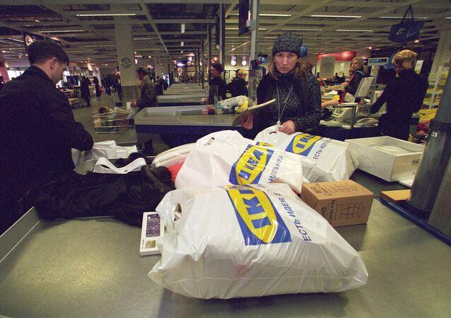 Towar w opakowaniach sklepu IKEA