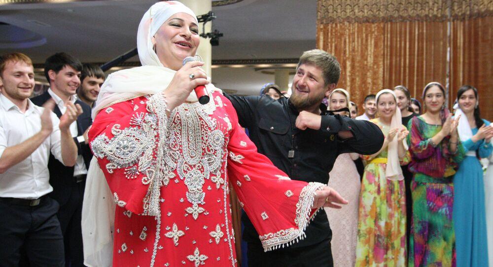 Przywódca Czeczenii Ramzan Kadyrow ze śpiewaczką Makką Mejievą
