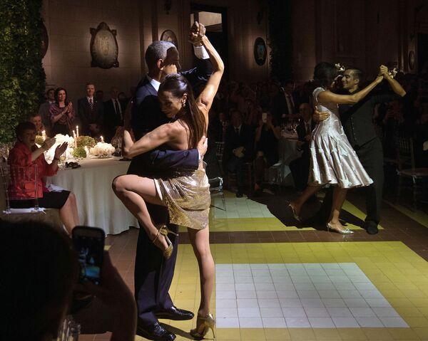 Barack Obama tańczy tango w Buenos Aires - Sputnik Polska