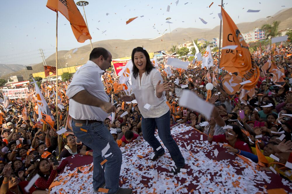 Kandydatka na prezydenta Peru Keiko Fujimori razem z kongresmenem Pedro Spadaro