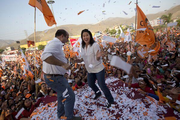 Kandydatka na prezydenta Peru Keiko Fujimori razem z kongresmenem Pedro Spadaro - Sputnik Polska