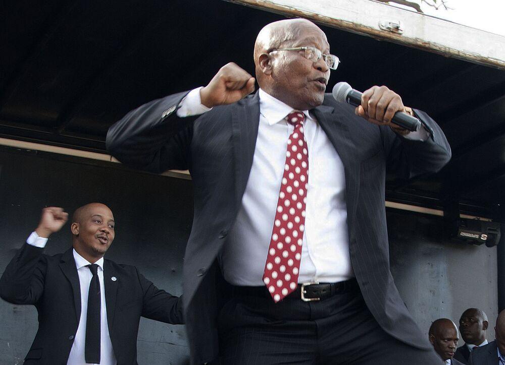 Były Prezydent Republiki Południowej Afryki Jacob Zuma zatańczył przed posiedzieniem sądu najwyższego RPA