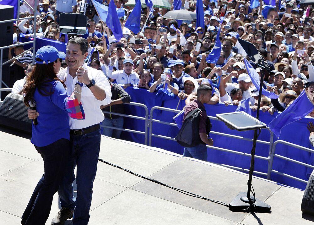 Prezydent Hondurasu Juan Orlando Hernández tańczy z żoną