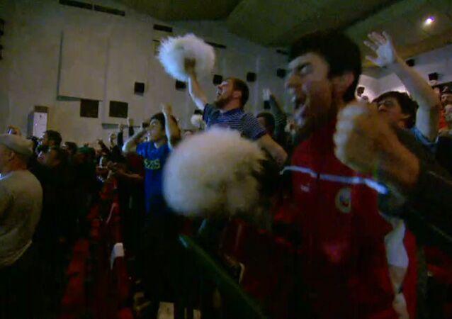 Rodacy Khabiba Nurmagomedova świętują jego zwycięstwo