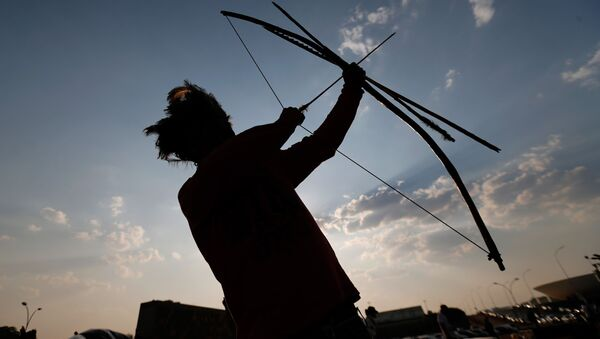 Indianin z łukiem z brazylijskiego stanu Matu Grosso - Sputnik Polska
