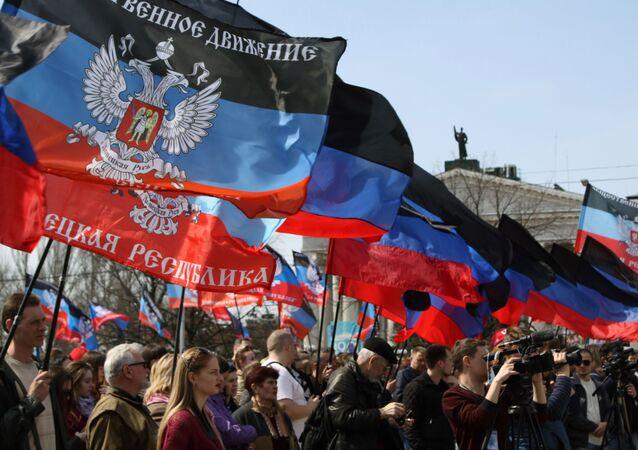 Miting na cześć rocznicy proklamowania DRL w Doniecku