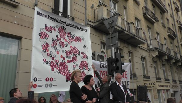 Pierwsza w Polsce demonstracja przeciwko pedofilii w Kościele - Sputnik Polska