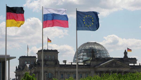 Flagi Niemiec, UE i Rosji - Sputnik Polska