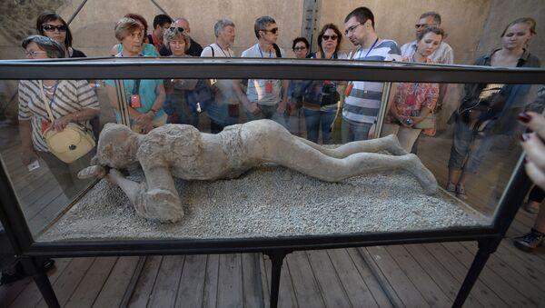 Figura mieszkańca Pompejów w muzeum - Sputnik Polska