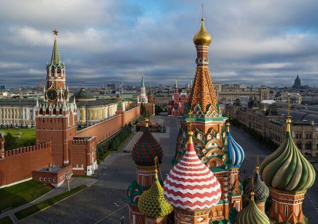 Kopuły cerkwi Wasyla Błogosławionego na Placu Czerwonym w Moskwie