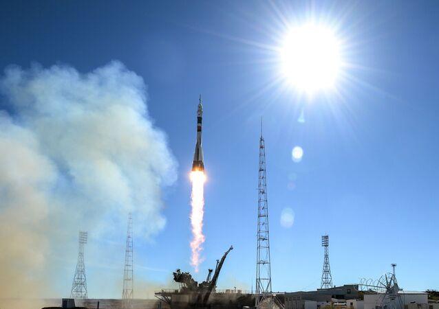 """Start rakiety nośnej """"Sojuz-FG"""" ze statkiem kosmicznym """"Sojuz MS-10"""""""