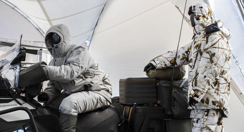 Komplet arktycznego ekwipunku, opracowany przez koncern 'Kałasznikow