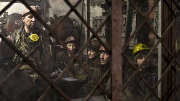 Donieccy górnicy przed zejściem do kopalni - Sputnik Polska