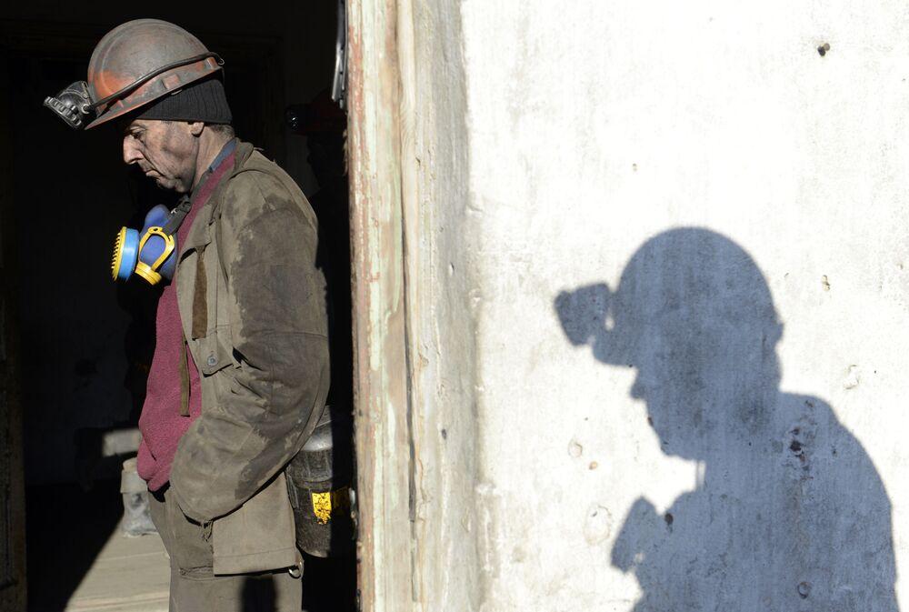 Górnik w kopalni Chołodna Bałka w obwodzie donieckim