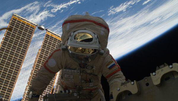 Wyjście rosyjskiego kosmonauty w otwartą przestrzeń kosmiczną - Sputnik Polska