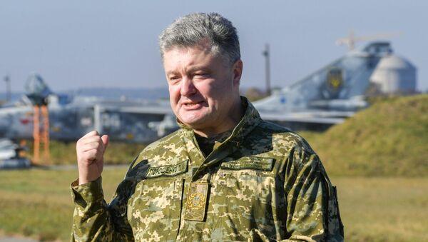 Prezydent Ukrainy Petro Poroszenko w czasie wizytacji Połączonego Centrum Operacyjnego - Sputnik Polska