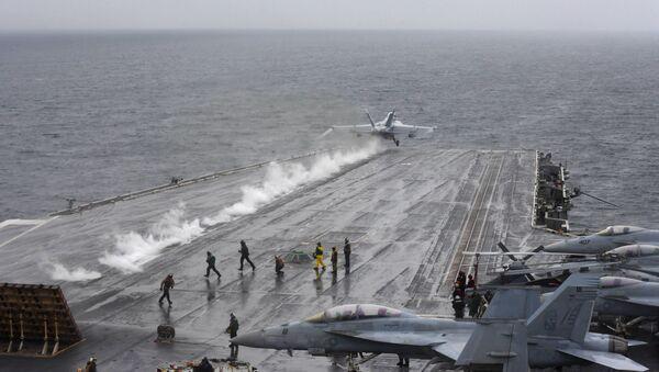 Samolot pokładowy EA-18G Growler startuje z pokładu amerykańskiego lotniskowca USS Harry S. Truman na Morzu Północnym - Sputnik Polska