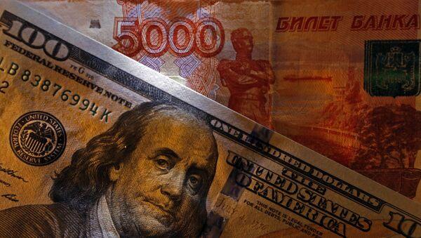 Amerykańskie i rosyjskie banknoty - Sputnik Polska