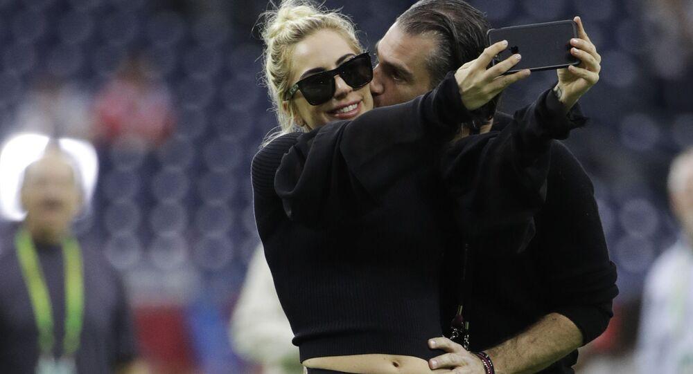 Piosenkarka Lady Gaga ze swoim managerem Christianem Carino