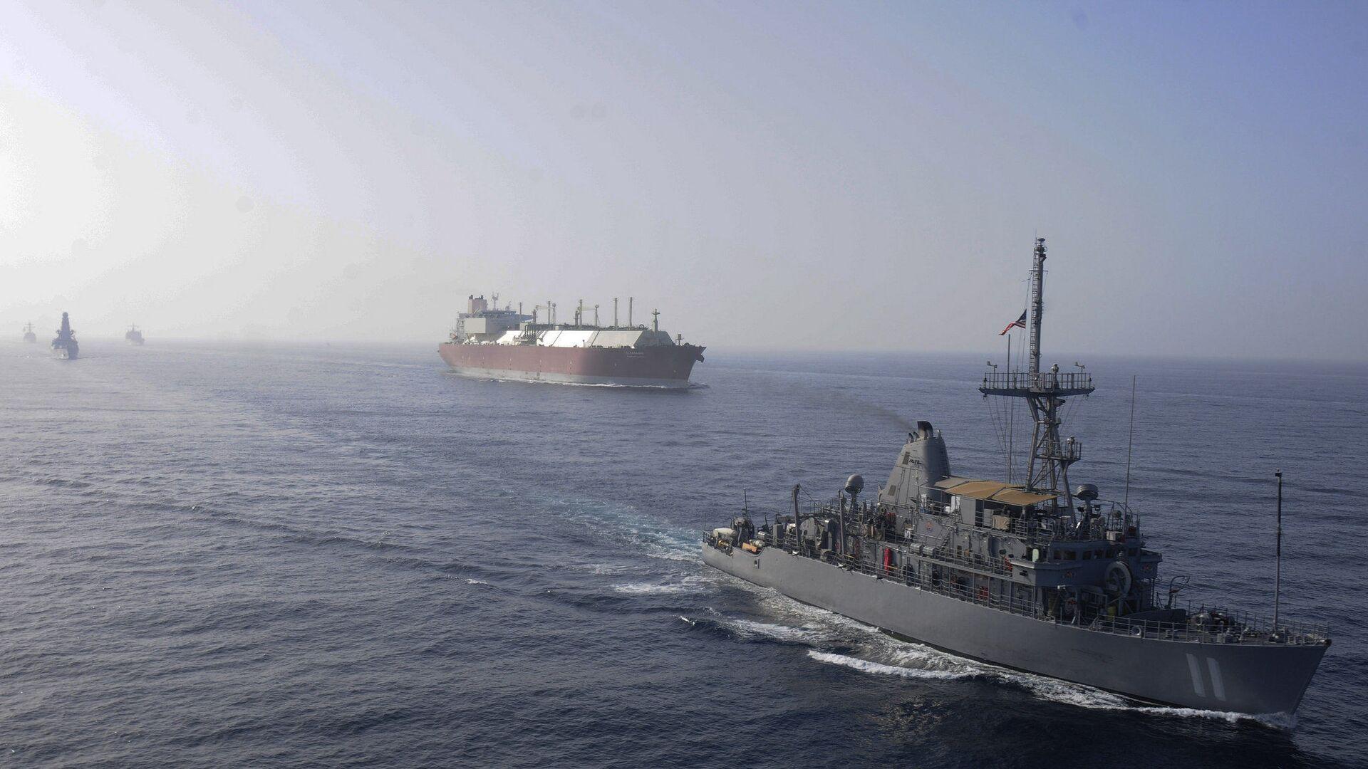 Flota marynarki wojennej USA eskortuje tankowiec przewożący LNG - Sputnik Polska, 1920, 31.07.2021