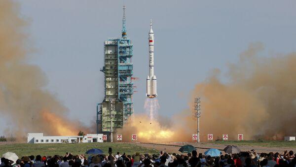 Start chińskiego pilotowanego statku kosmicznego Shenzhou X - Sputnik Polska