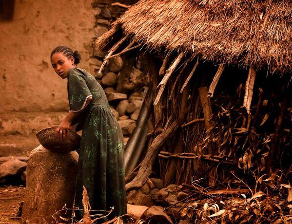 Młoda kobieta ze wsi w Etiopii - Sputnik Polska