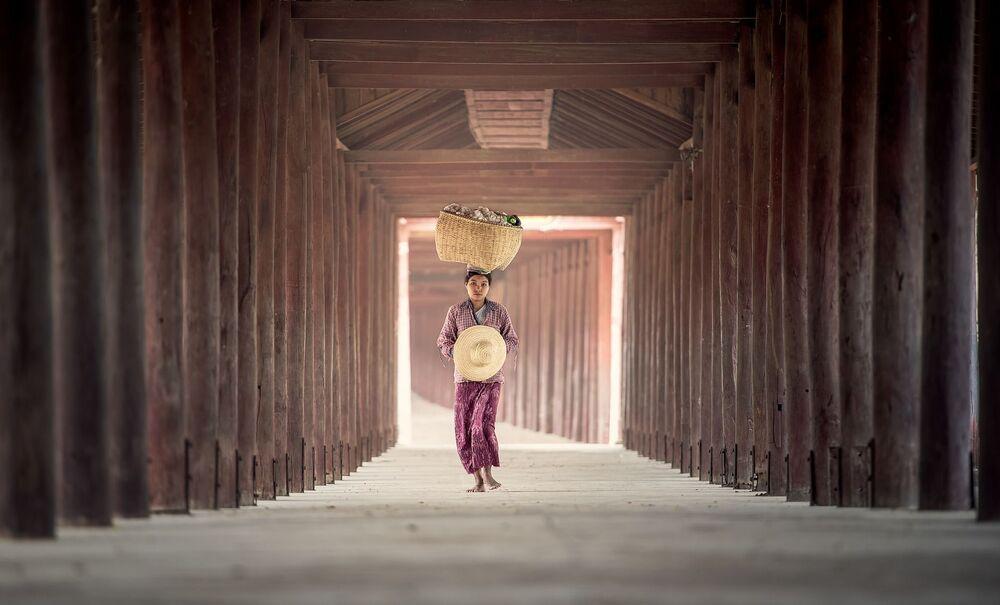 Wiejska dziewczyna w Azji