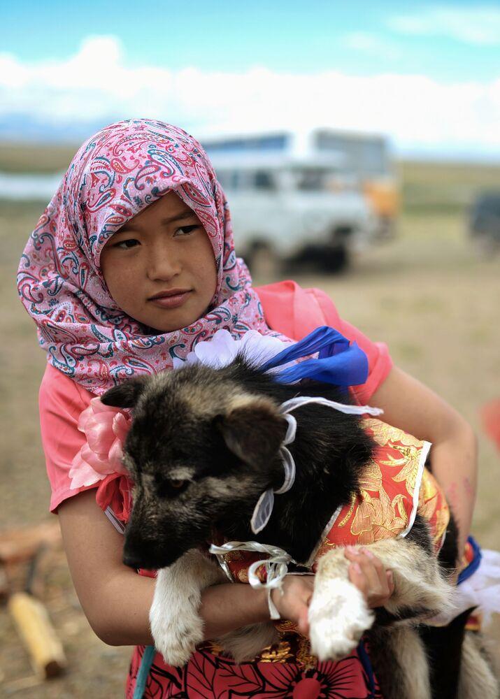 Młoda kobieta ze wsi Kosz-Agacz w Republice Ałtaju
