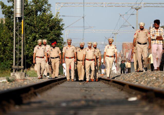 Do 61 ofiar śmiertelnych i 72 rannych wzrósł bilans piątkowej katastrofy kolejowej w pobliżu miasta Amritsar w stanie Pendżab na północy Indii.