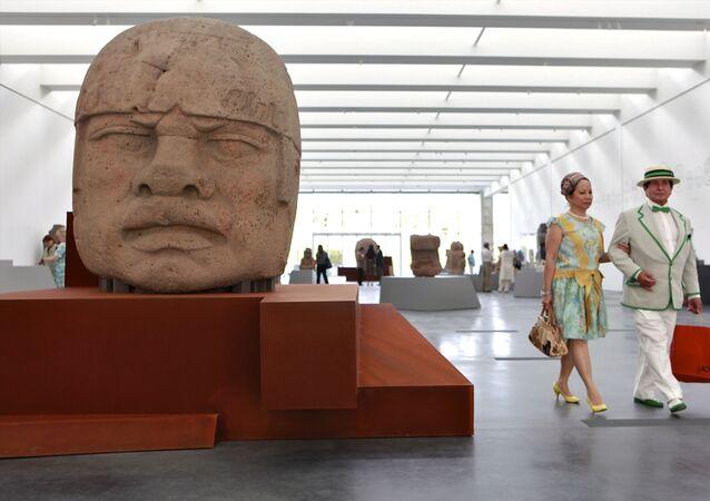 Gigantyczne kamienne głowy olmeckie