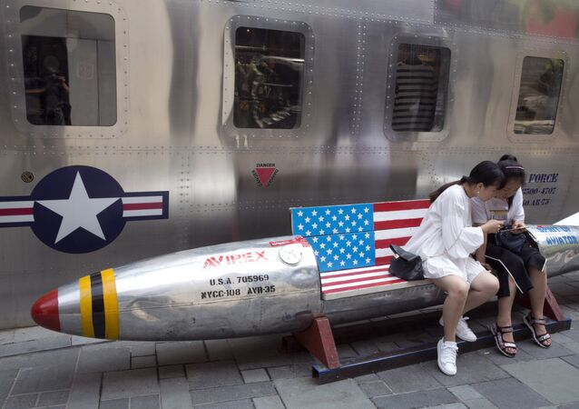 Flaga USA na rakiecie, Pekin
