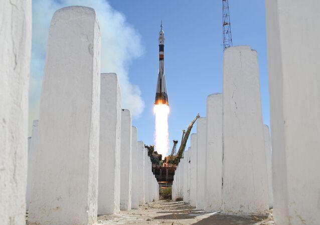"""Start rakiety nośnej """"Sojuz-FG"""" z załogowym statkiem kosmicznym """"Sojuz MS-10"""""""