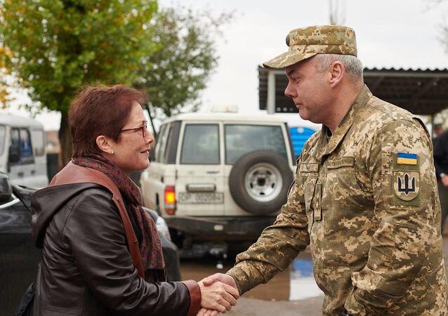 Amerykańska delegacja na czele z ambasador USA na Ukrainie Marie Yovanovitch przyjechała we wtorek do Donbasu.