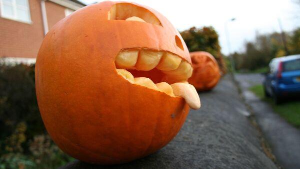 Dynia w formie twarzy podczas obchodów Halloween - Sputnik Polska