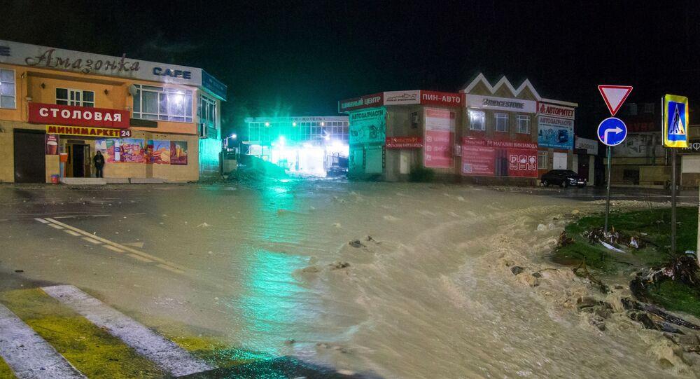 Ulica w Tuapse podtopiona w wyniku ulewnych deszczów