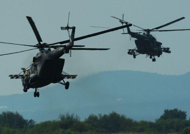 Śmigłowce Mi-8 AMTSz podczas ćwiczeń