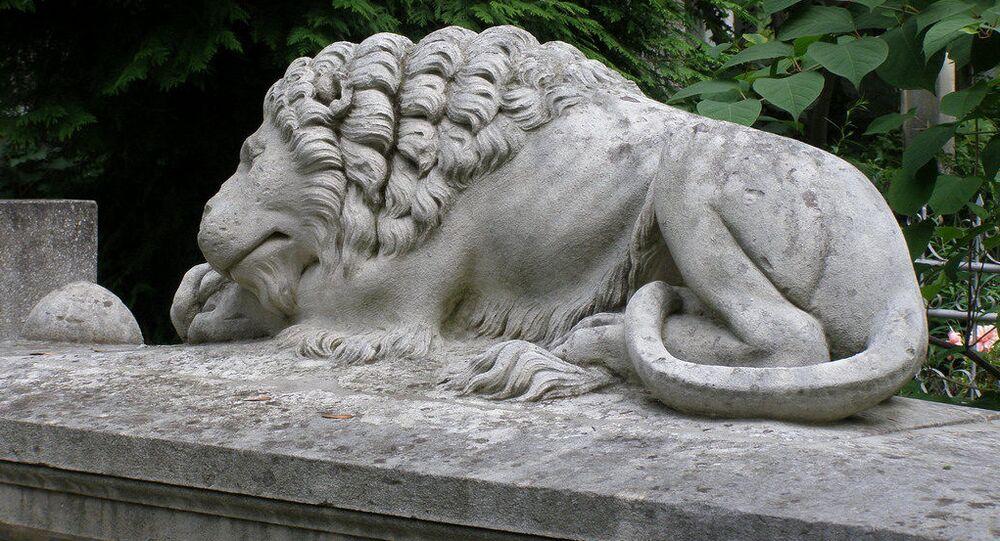 Lew na terytorium Cmentarza Łyczakowskiego we Lwowie