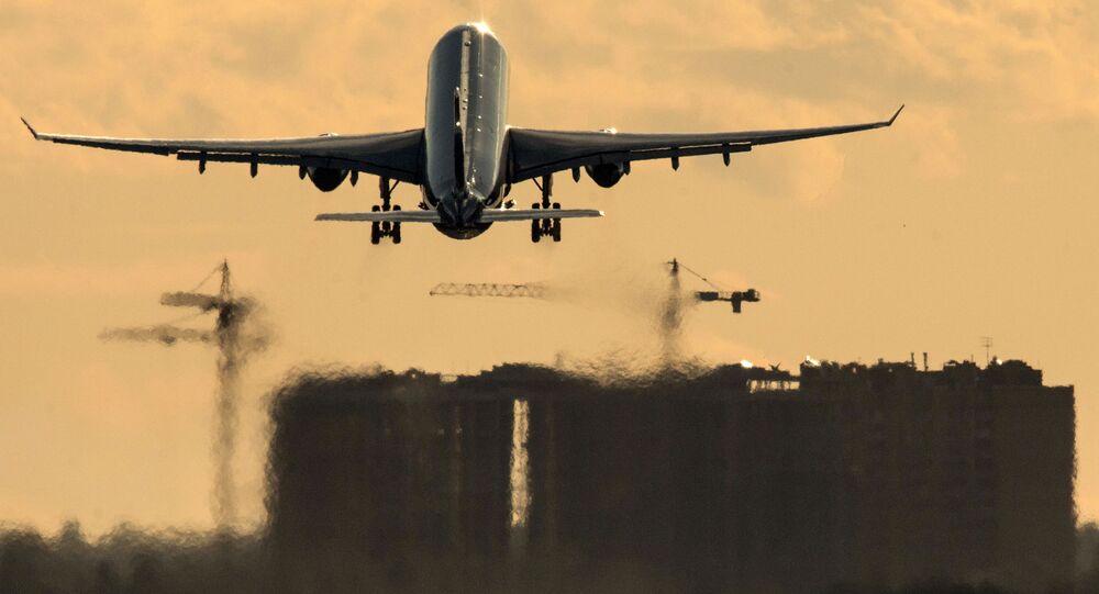 Samolot Airbus A330 na lotnisku Szeremietiewo w Moskwie