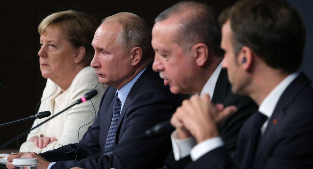 Kanclerz Niemiec Angela Merkel, prezydent Rosji Władimir Putin, prezydent Turcji Recep Tayyip Erdogan i prezydent Francji Emmanuel Macron na szczycie w Stambule