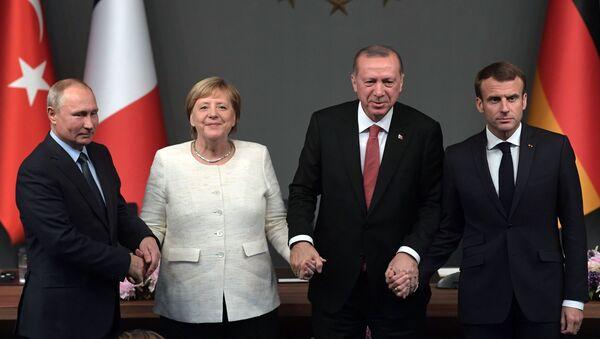 Władimir Putin, Angela Merkel, Tayyip Erdogan i Emmanuel Macron na szczycie ws. Syrii w Stambule - Sputnik Polska