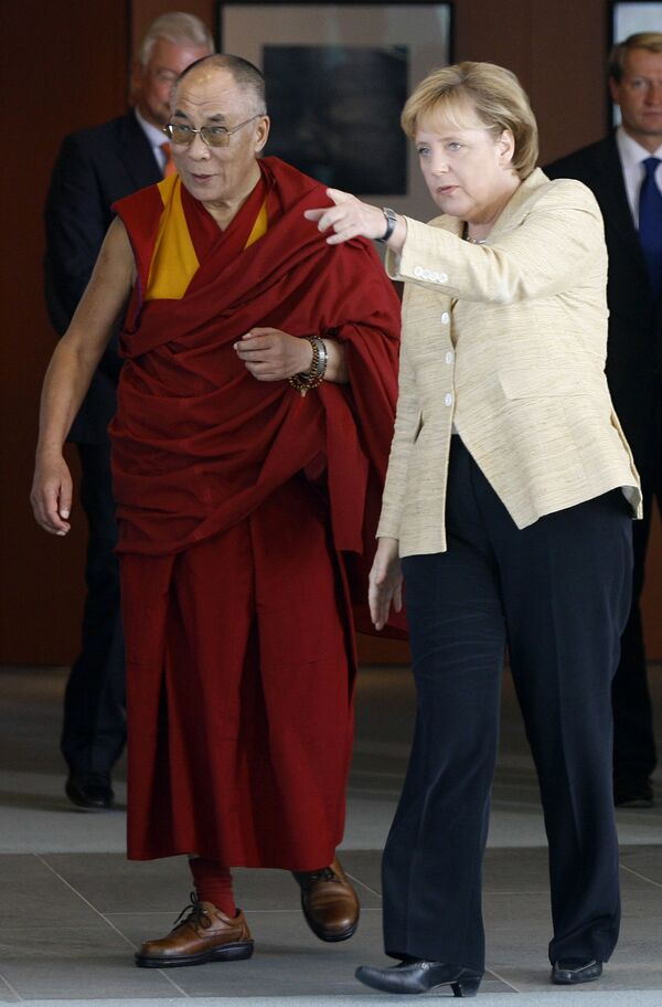 Merkel i XIV Dalajlama w Berlinie - Sputnik Polska