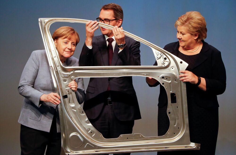 Angela Merkel z premierem Norwegii Erną Solberg (po prawej stronie), 2017 rok.