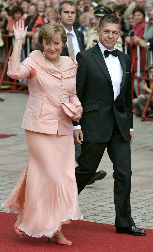 Angela Merkel z mężem Joachimem Sauerem w 2005 roku. - Sputnik Polska