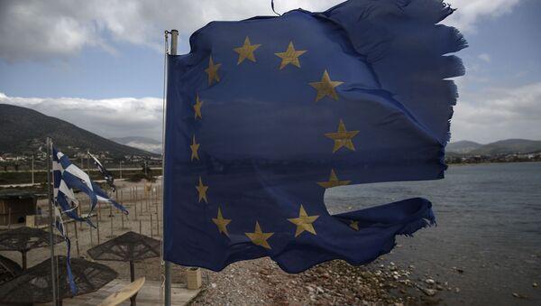 Flaga UE na plaży niedaleko Aten - Sputnik Polska