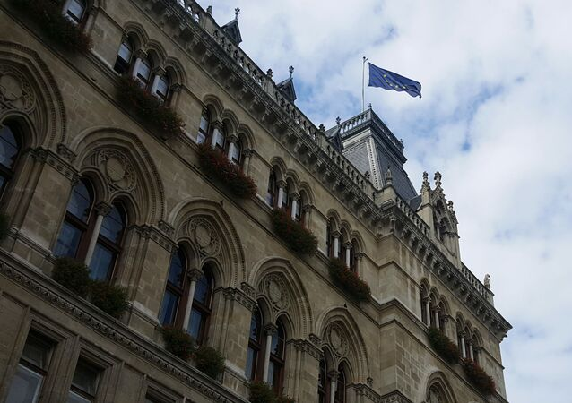 Flaga UE nad budynkiem w Wiedniu, Austria