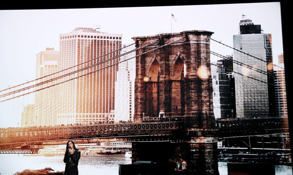 Występ piosenkarki Lany Del Rey podczas prezenterki produktów Apple w Nowym Jorku